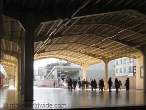 New entrance to Marmaray line platforms.