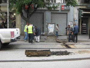 Tunis-workmen-changing-point-motor